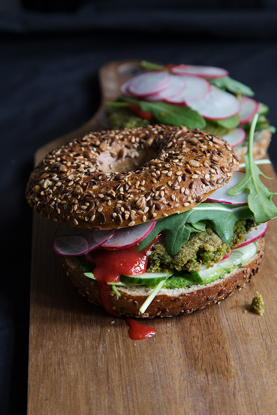 Veganer Bagel Burger